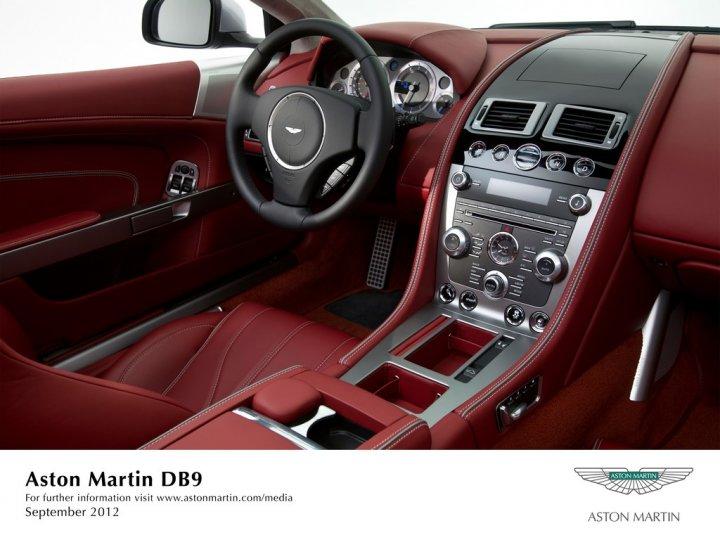 Aston-Martin-DB9-MY13-Interni