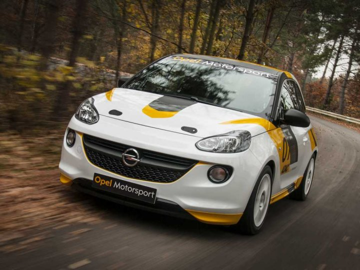 Opel-Adam-Rally-in-movimento