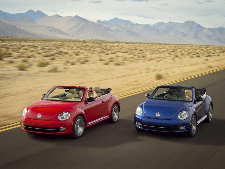 Volkswagen-Nuovo-Maggiolino-Cabrio-Rosso-e-Blue