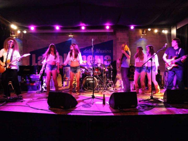 headbanger-la-salumeria-della-musica-palco-girls