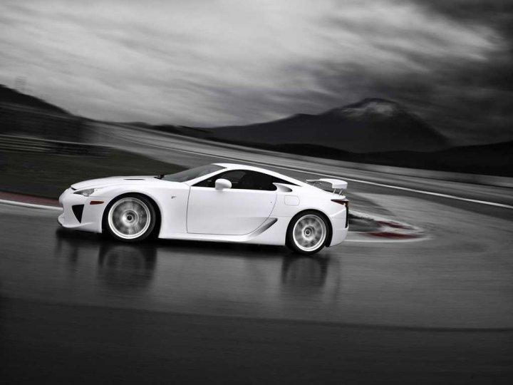 Lexus-LFA-Pista-Lato