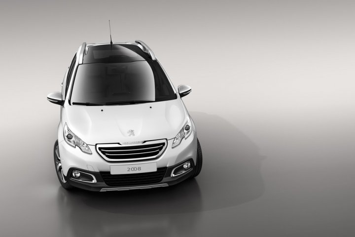 peugeot-2008-fronte