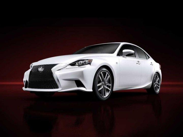 Lexus-IS-nuova-Tre-Quarti