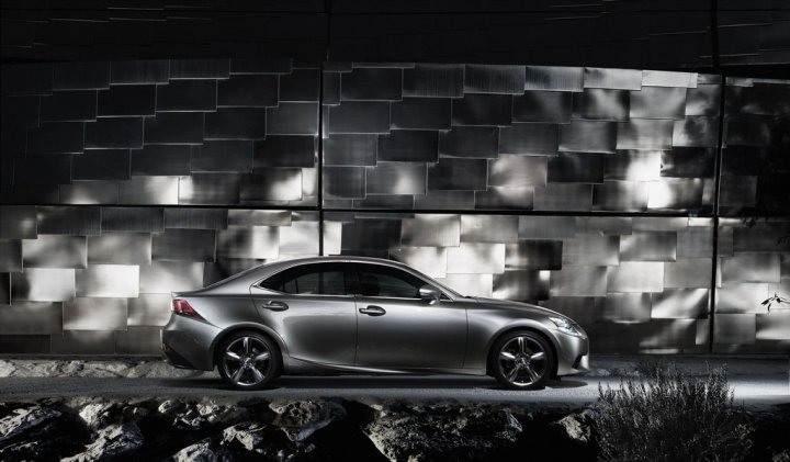 lexus-is-hybrid-laterale