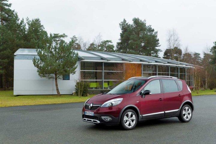 Renault-Scenic-XMOD-Tre-Quarti
