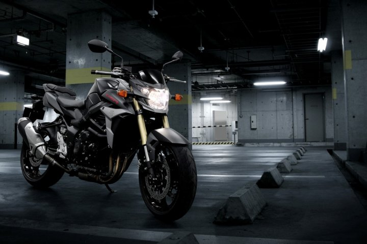 suzuki-gsr-750-black-mat-limited-edition-tre-quarti-frontale