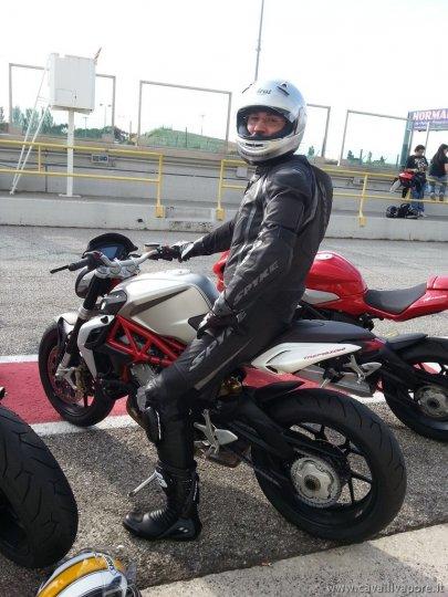 mv-agusta-brutale-800-test-ride-misano