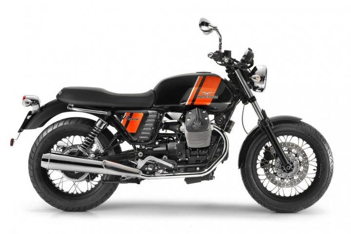 moto-guzzi-v7-special-nera-laterale-destro