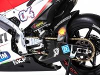 Ducati-MotGP-Team-2015-6