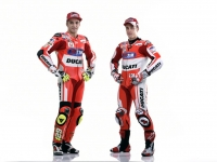 Ducati-MotGP-Team-2015-8