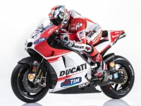 Ducati-MotGP-Team-2015-Dovizioso-7