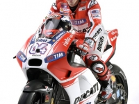 Ducati-MotGP-Team-2015-Dovizioso-8