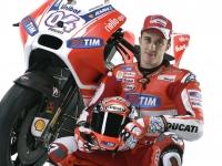 Ducati-MotGP-Team-2015-Dovizioso-9