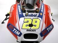 Ducati-MotGP-Team-2015-Iannone-5
