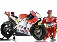 Ducati-MotGP-Team-2015-Iannone-9