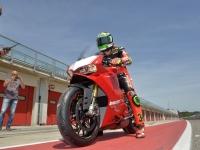 Ducati-Panigale-R-Davide-Giugliano-5