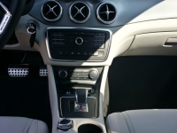 Mercedes-CLA-45-AMG-Shooting-Brake-Console-Centrale