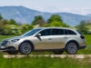 opel-insignia-country-tourer-lato-movimento