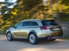 opel-insignia-country-tourer-tre-quari-posteriore-movimento