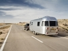 range-rover-e-airstream-in-strada-retro