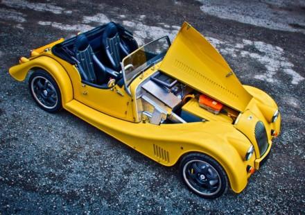 Sportscar elettrica con cambio manuale a 5 rapporti Morgan Plus E