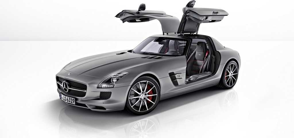 Mercedes SLS AMG GT in versione coupé e roadster