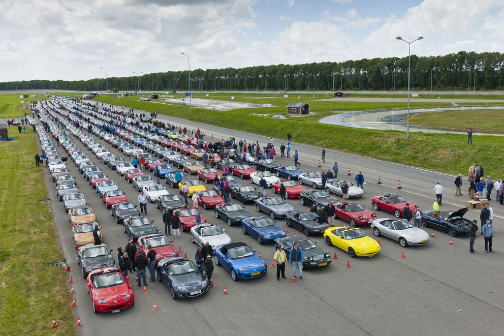 Mazda MX-5 Guinness Record