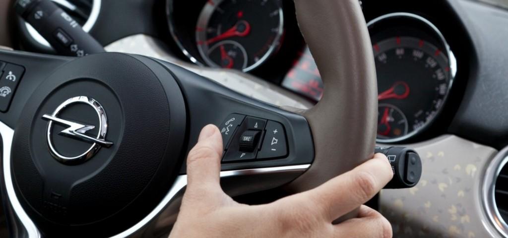Opel Adam e iPhone Siri