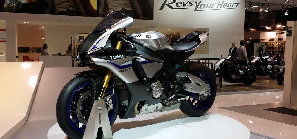 Yamaha R1 2015 EICMA LIVE