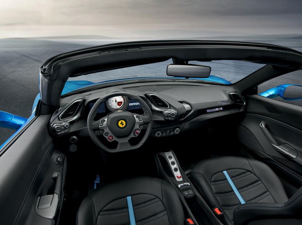 Ferrari 488 Spider Interni