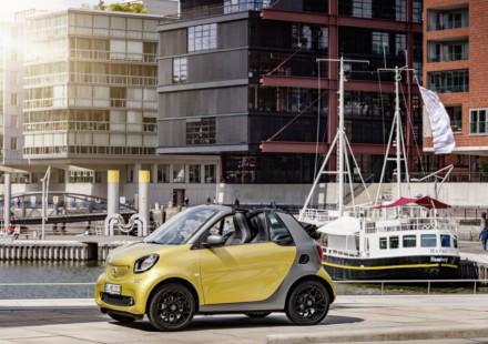nuova smart cabrio gialla lato