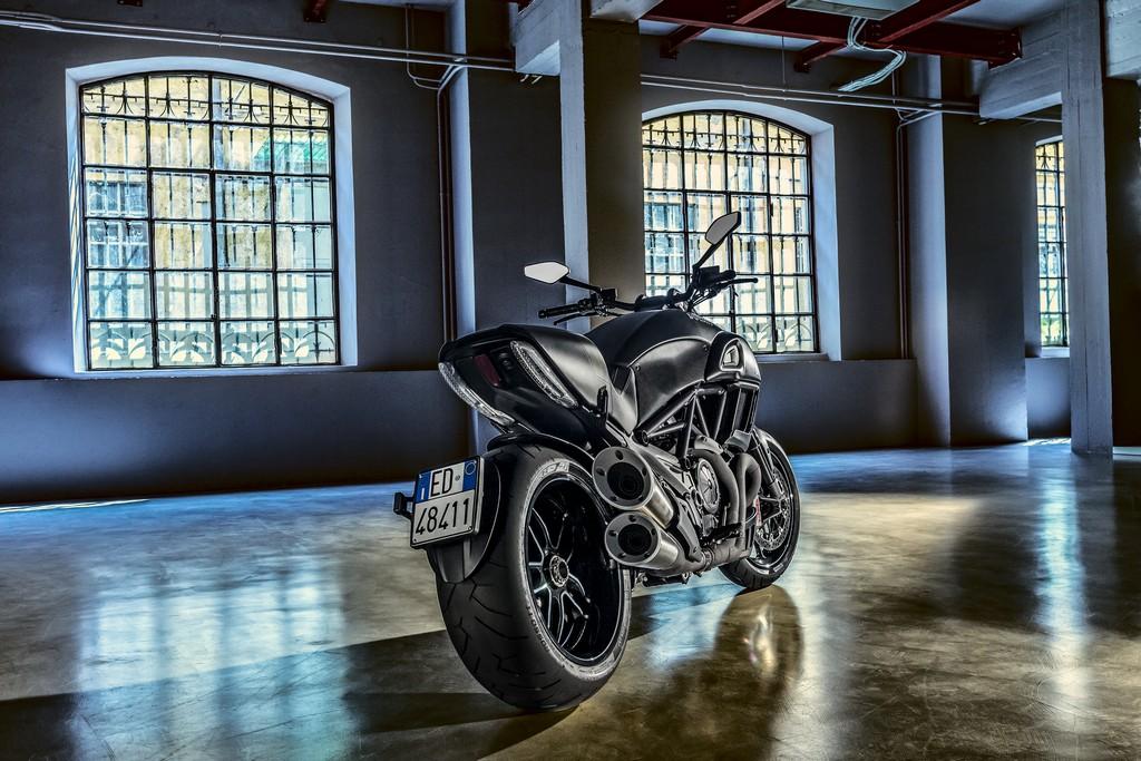 Ducati Diavel Carbon Dietro Loft
