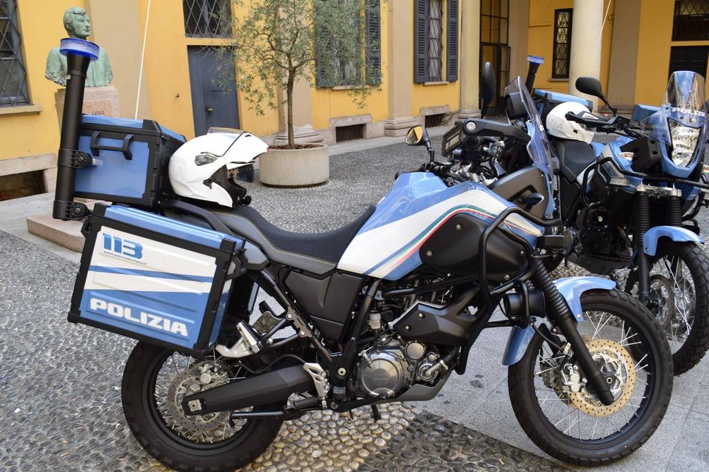 Yamaha for police a riccione yamaha presenta in for Tenere sinonimo