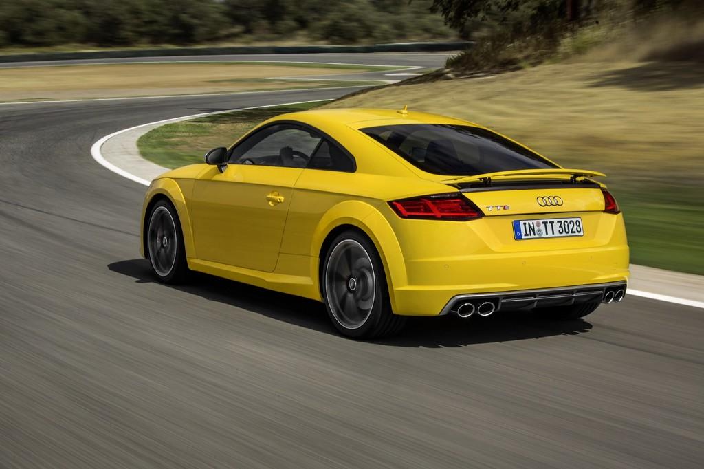 Audi nuova TTS Gialla Tre Quarti Posteriore Dinamica