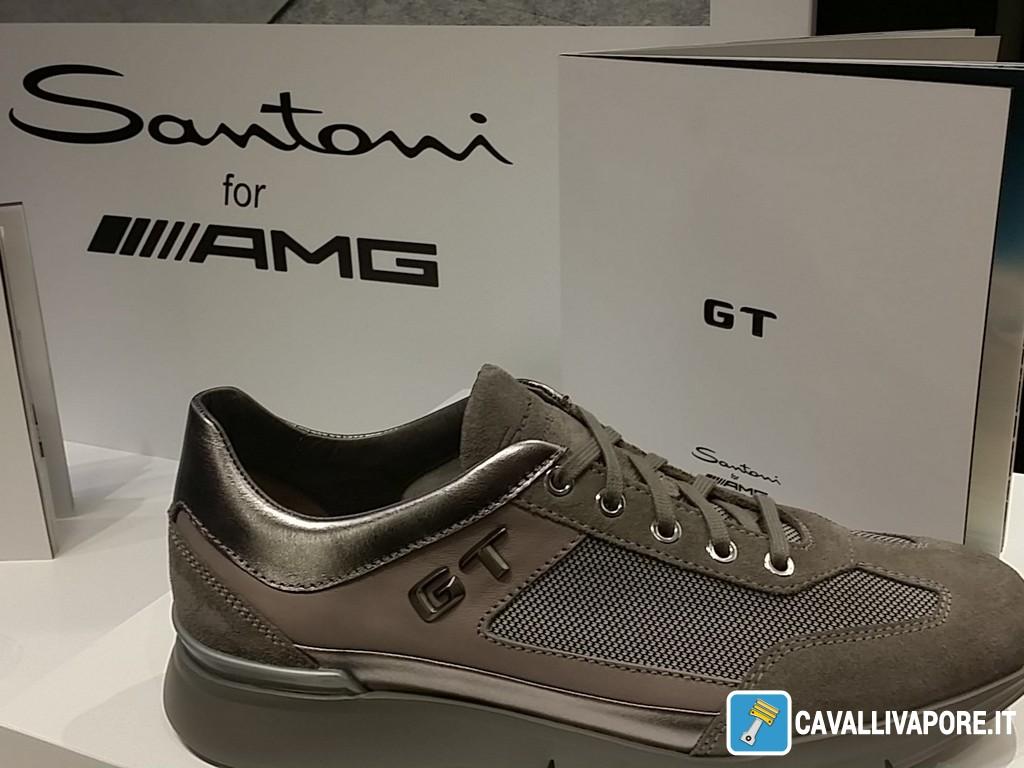 Il logo GT applicato esalta lo stile dinamico e moderno che  contraddistingue da sempre i modelli  Santoni for AMG . 250546be7e2