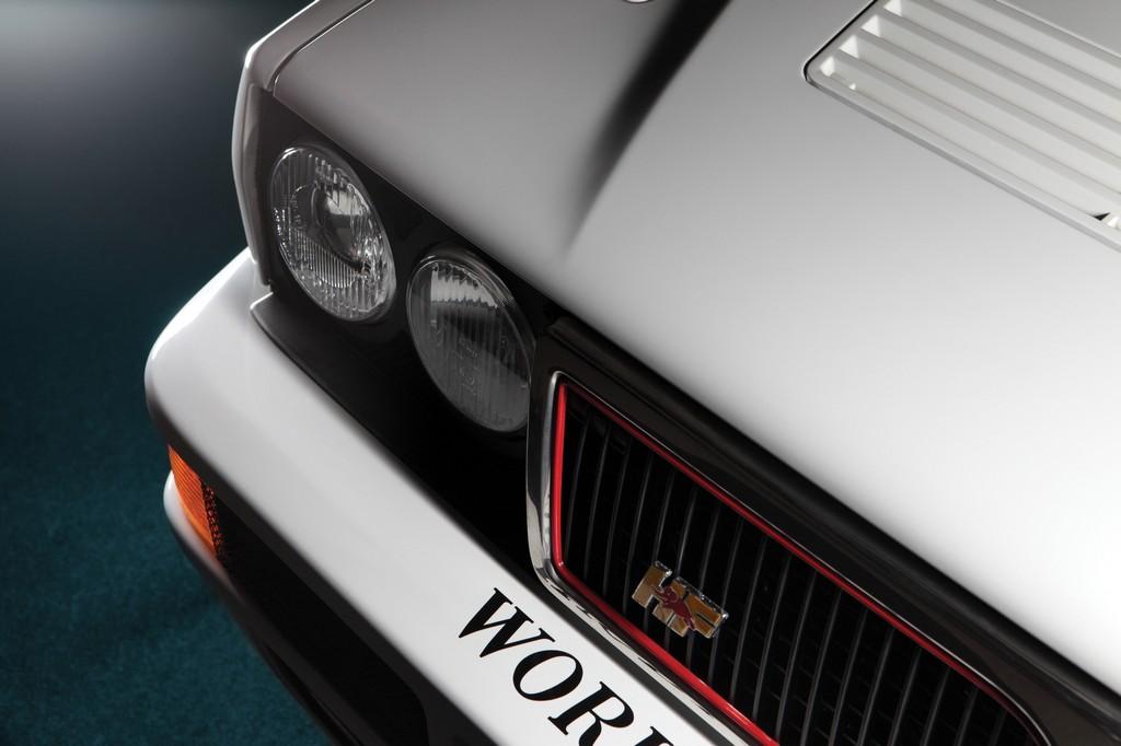 Lancia Delta HF Integrale Martini 6 Fanale