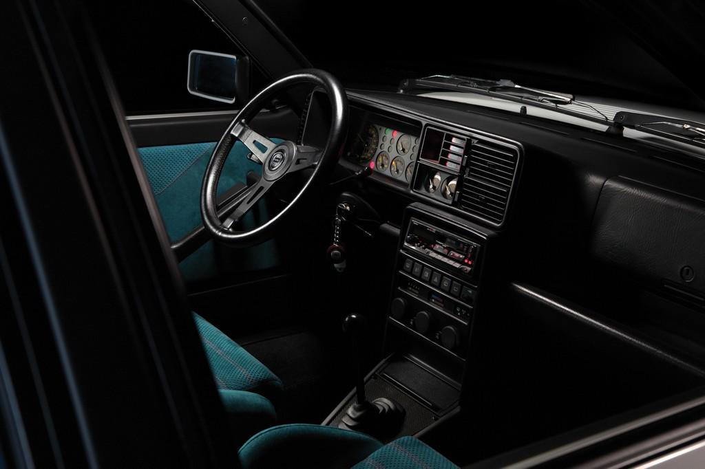Lancia Delta HF Integrale Martini 6 Interni