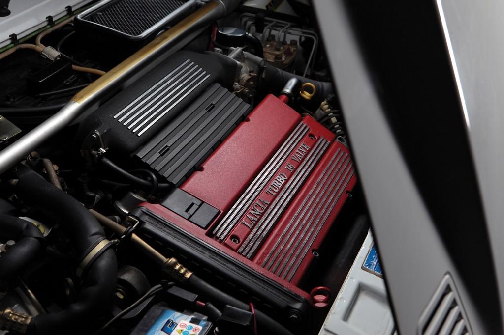 Lancia Delta HF Integrale Martini 6 Motore