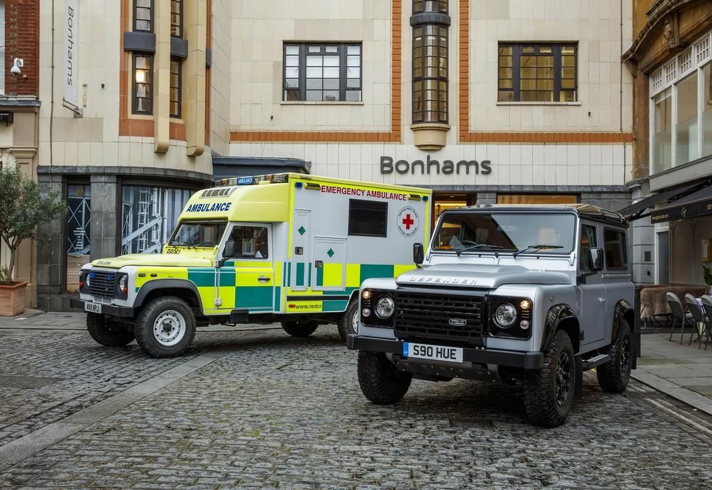 Land Rover Defender 2 Millione Asta Bonhams Con Ambulanza