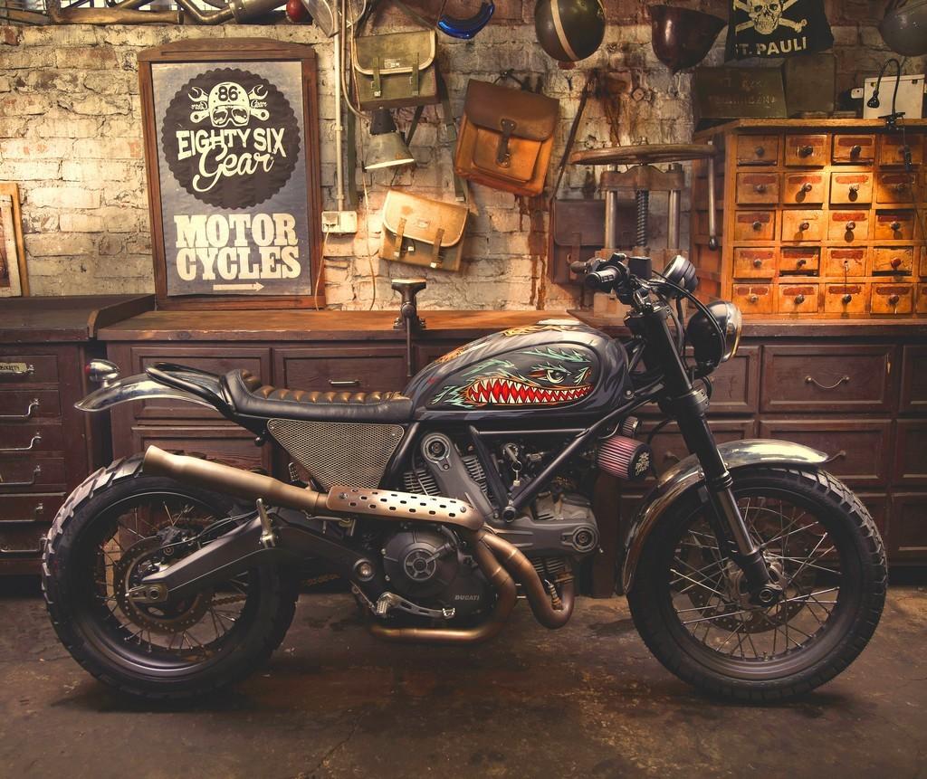 Iron lungs by Warsaw Liberty Motors 86 Gear Motorcycles e Pawel Swanski