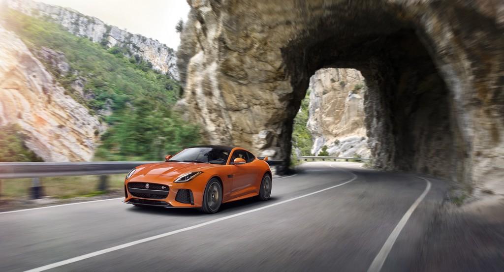 Jaguar F-Type SVR Coupe Tre Quarti Dinamica
