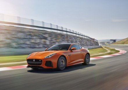 Jaguar F-Type SVR Coupe Tre Quarti Pista