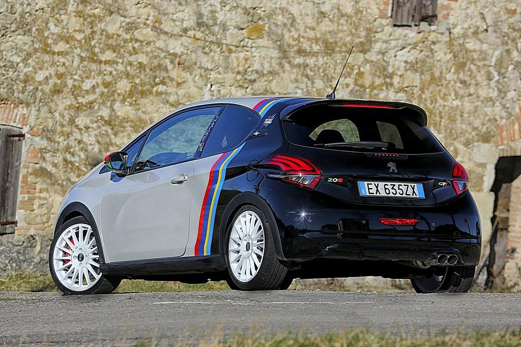 Peugeot 208 GTi Nove Tre Quarti Posteriore Strada