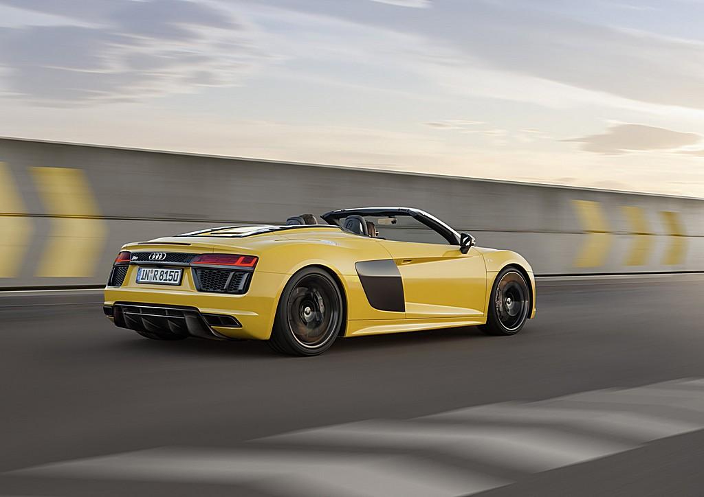 Audi R8 Spyder V10 Tre Quarti Posteriore Dinamica