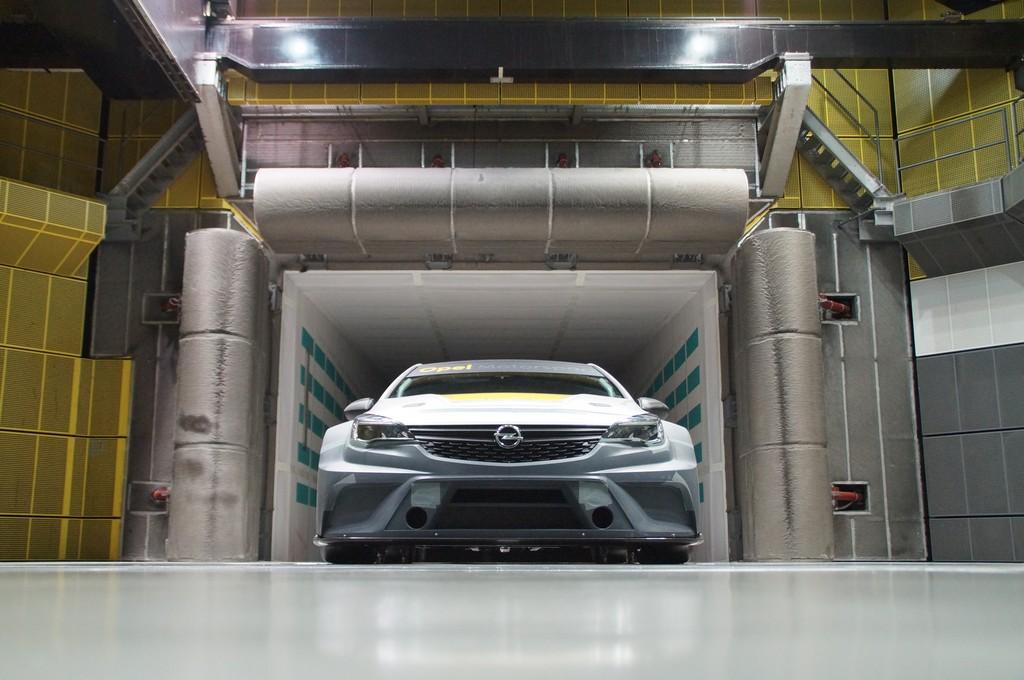 Opel Astra TCR Galleria del Vento Davanti