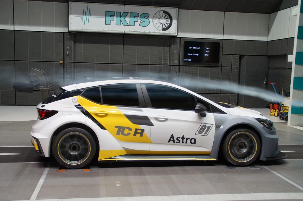 Opel Astra TCR Galleria del Vento Lato