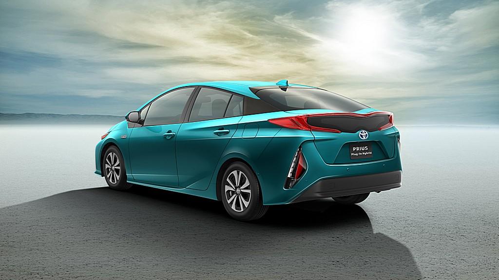 Toyota Nuova Prius Plug-In Dietro