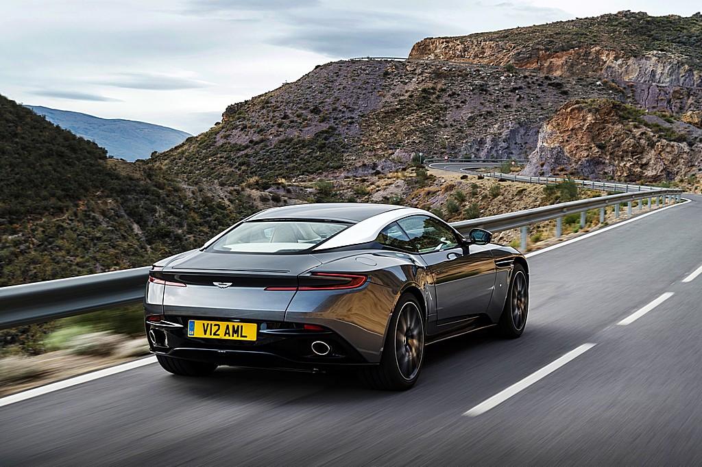 Aston Martin DB11 Tre Quarti Dinamica