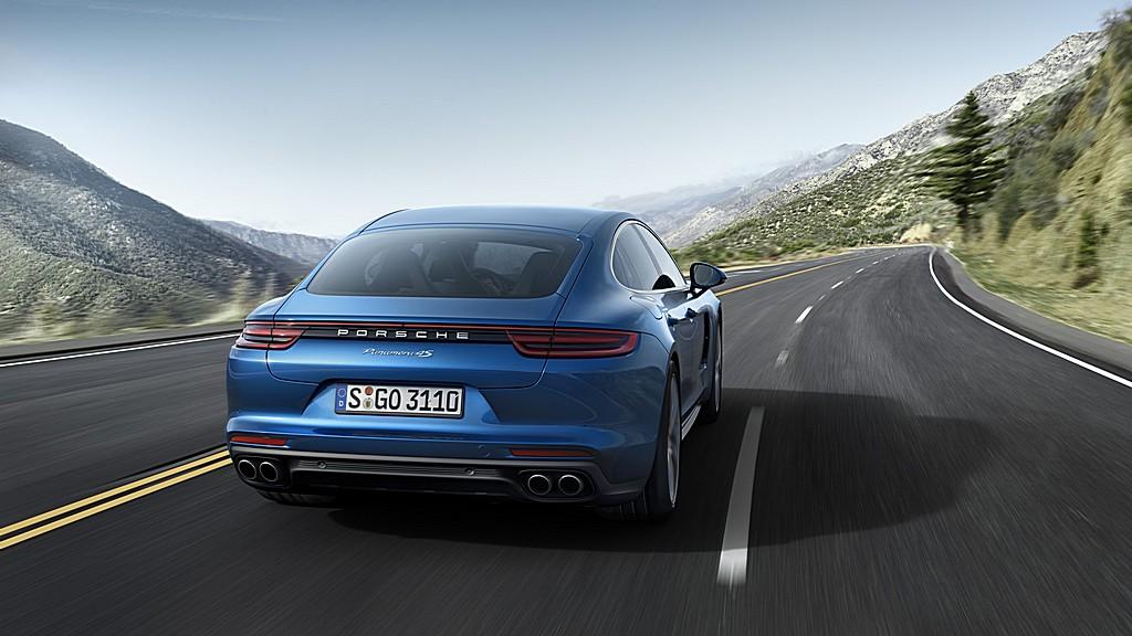 Porsche nuova Panamera 4S Dietro Dinamica