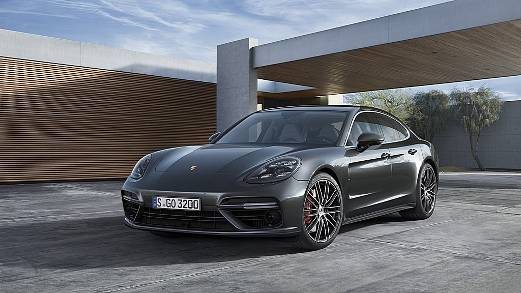 Porsche nuova Panamera Turbo Tre Quarti